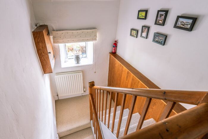 Staircase with sturdy hand rail