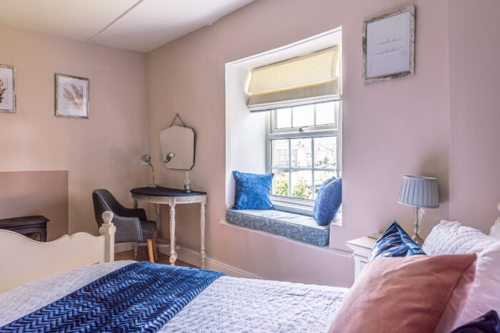Master bedroom Low Cottage